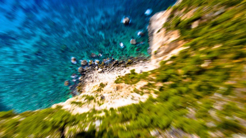 Pohled z útesu vyvolávající závrať
