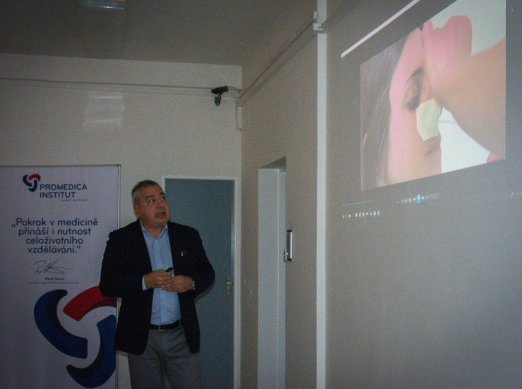 Ing. Paolo Petrelli přednáší na akci Modřanské odpoledne ve FortMedica