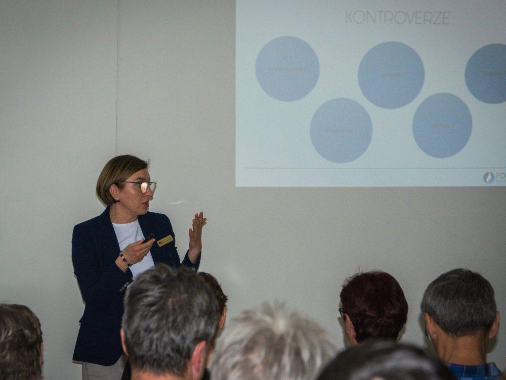 MUDr. Taimrová přednáší na akci Modřanské odpoledne ve FortMedica